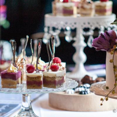 Sweet table met frambozen en bosbessen vullingen